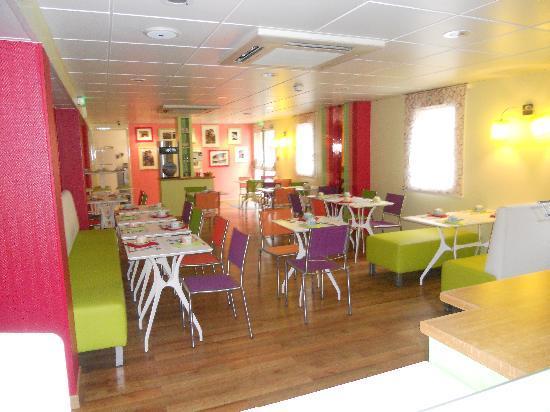 Ibis Styles Bourg en Bresse : salle petit déjeuner