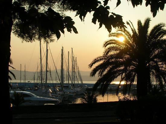 Residence Acquarine : Coucher de soleil sur le nouveau port