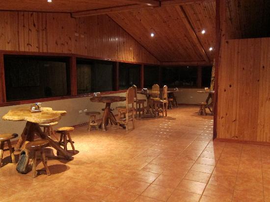 Hotel El Viandante: Dining area - beautiful wood chairs & tables
