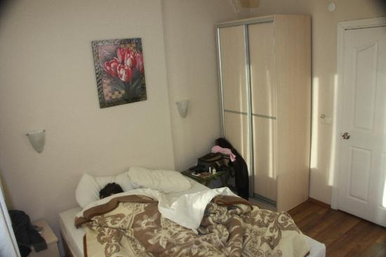 Hotel Ida: room 402