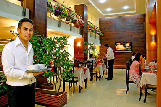 Khurana Inn: restaurant