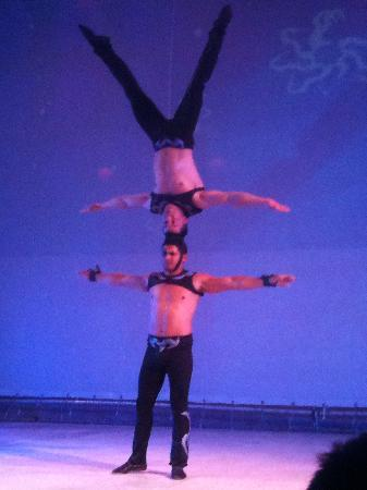 Moon Palace Cancun : Show every evening, this was Circus!!! Wow!