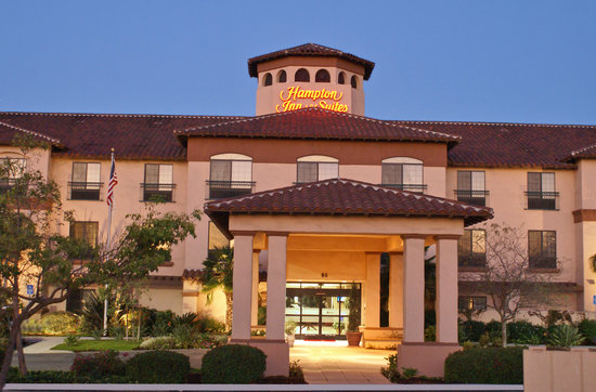 Hampton Inn & Suites Camarillo: Front of Hotel