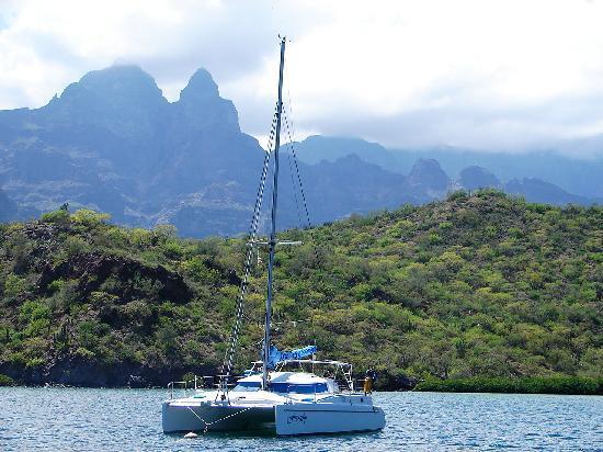 Dos Mundos: Sailing