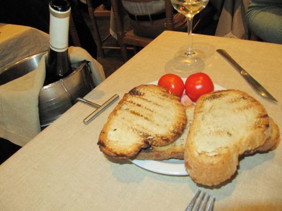 El Raco de l'Aguir: Bread, tomato, and garlic