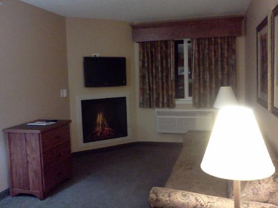 GrandStay Hotel & Suites Perham, MN: The living room.  It needs an ottoman or something.