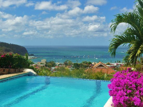 Pelican Eyes Resort & Spa: Upper Pool