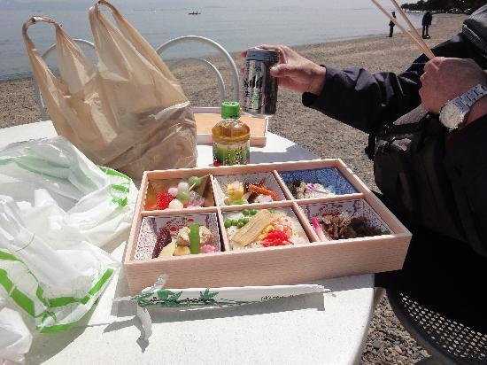 Kaizu Osaki: 先ずはお弁当