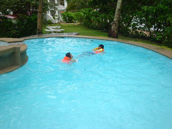 Blue Crystal Beach Resort: The pool