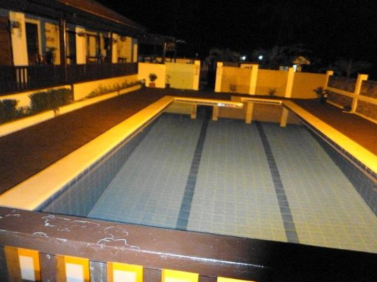 Jotay Resort: The pool at night