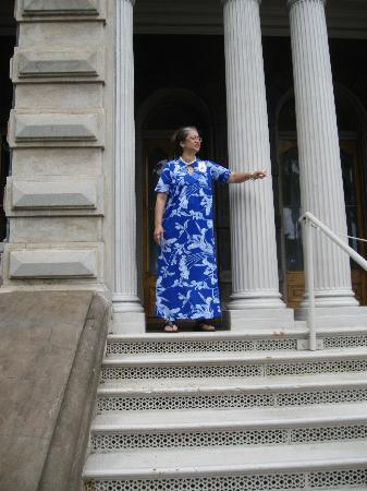 Iolani Palace: This is the Hawaiian queen who currently inhabits the palace.  Just kidding.  She is a greeter,