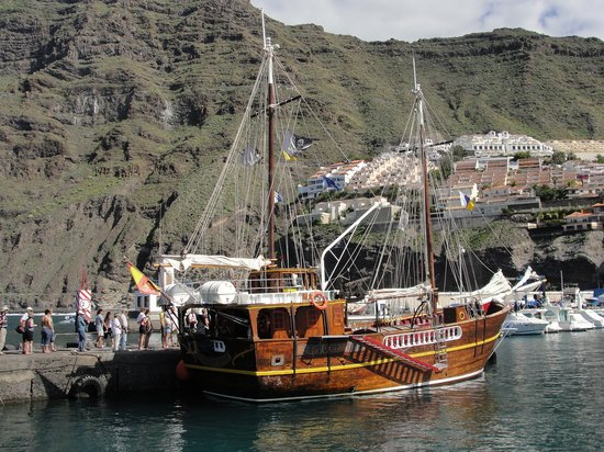 Los Gigantes, Spanien: The Flipper Uno in her dock