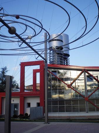 Parco Astronomico la Torre del Sole: Il parco dei pianeti, da dove si vedono le alti torri dell'osservatorio