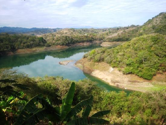 Santiago de los Caballeros, República Dominicana: Montagne vicino a Santiago, lago artificiale