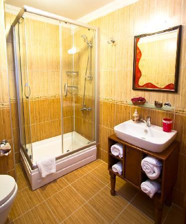 Esans Hotel: bathroom