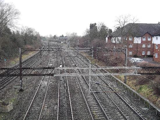 Harrow, UK: Our room right next train tracks