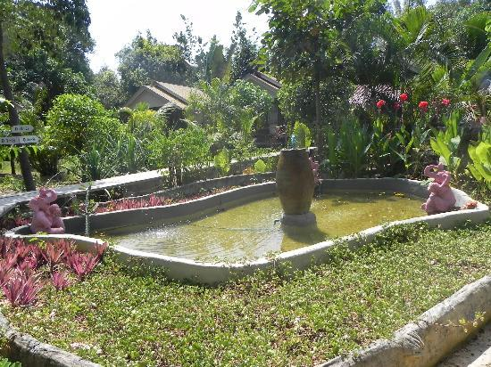 Lantawadee Resort & Spa: spazio su cui affacciano alcuni bungalows