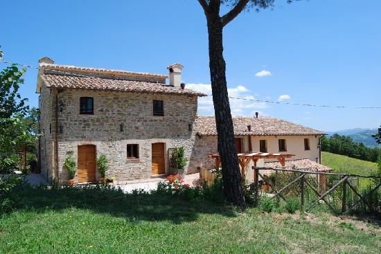 Villa Pian Di Cascina: 17th Century Farm villa near Gubbio & Perugia