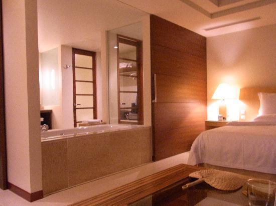 The Atta Terrace Club Towers: 部屋から風呂まで広々