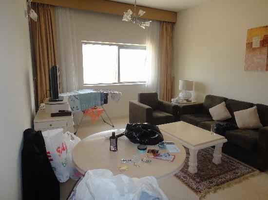 โรงแรมอูรีสบูติกอพาทเม้น: salon et cuisine américaine