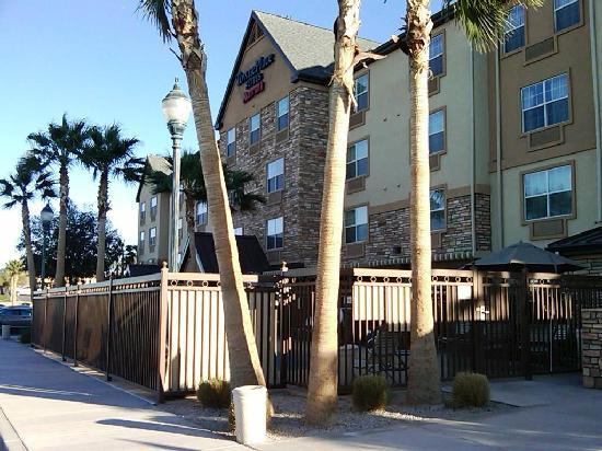 TownePlace Suites Yuma: View from the front.