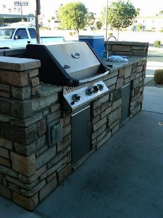 TownePlace Suites Yuma: BBQ and cooking area.