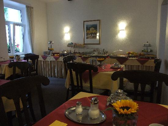 Brandenburger Hof: Good buffet spread for breakfast