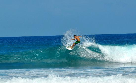Good surf at Pools Beach