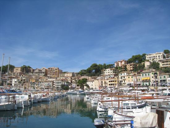 Puerto de Soller: Lots of boats in the harbour