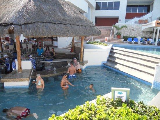 Royal Solaris Cancun: Swim Up Bar