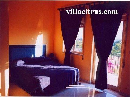 "Casa Vacanze ""VILLA CITRUS"" Giardini Naxos"