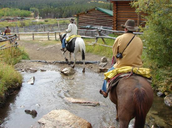 Paradise Guest Ranch: Crossing another creek
