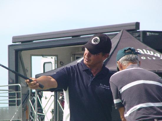 Dioxka Golf Academie : Eric Larrache- le pro de golf sur le practice de la corniche(Urrugne)