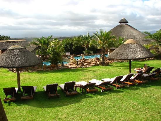 Albertina, South Africa: The pool and back lawn