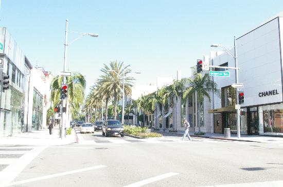 A very bright, Brighton Way in Beverly Hills