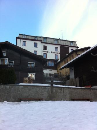 Hotel Escher: L'hotel visto dal basso