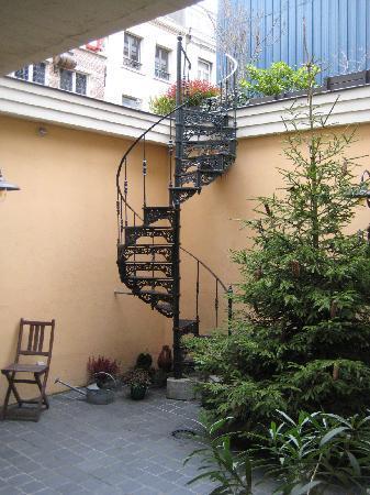 Le Patio: The cute courtyard