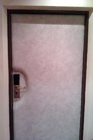 Grandhotel Brno: Padded Door??