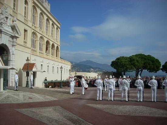 Prince's Palace : The changing of the guard takes place at 12 noon.