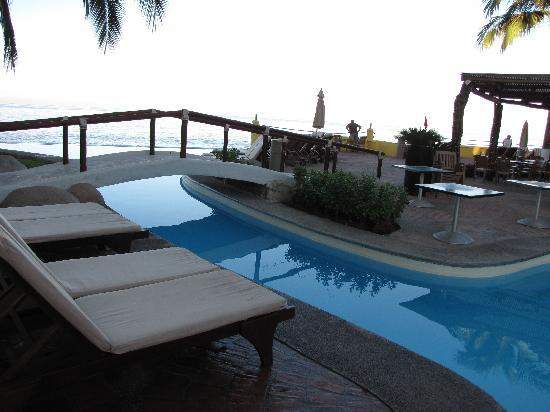 Plaza Pelicanos Grand Beach Resort: Little bridge over the pool