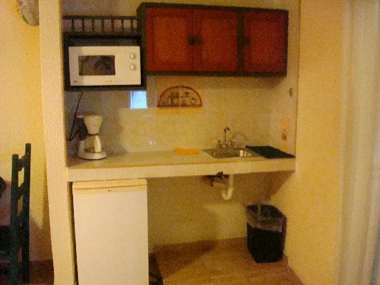 Los Arcos Suites : Kitchenette