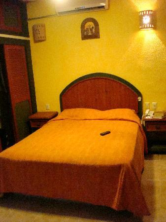 Los Arcos Suites: Bed