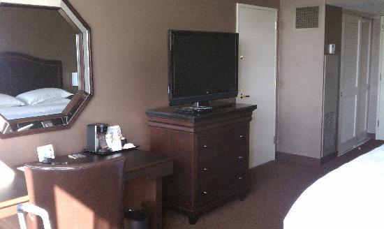 Sheraton Cerritos Hotel at Towne Center: Club Floor - Room 809
