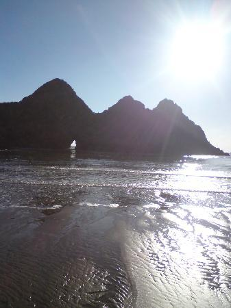 Parc-Le-Breos Guest House: three cliffs bay within walking distance
