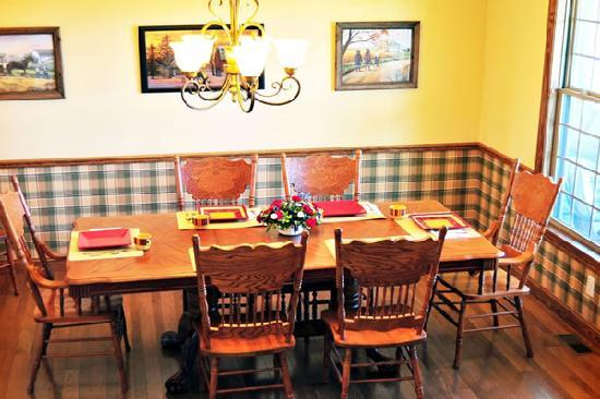 The Paddock Inn Bed & Breakfast: Dining Room