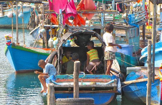 Mairood Resort : traditional fishing village