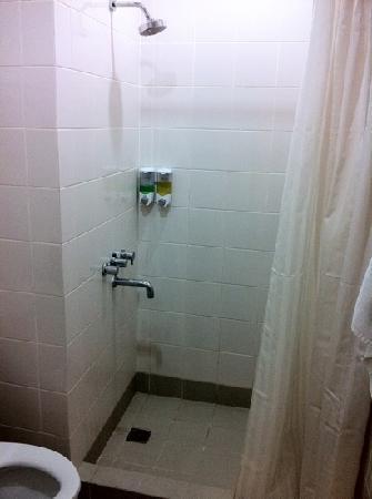 Amaris Hotel Panglima Polim: nice shower