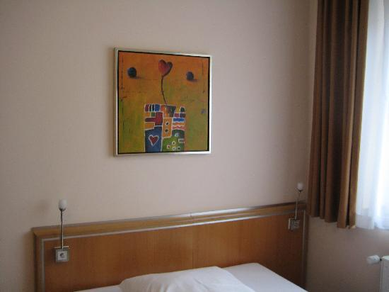 Famosa Hotel: Bed in room