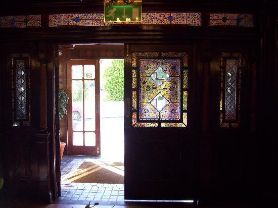 Killarney Avenue Hotel: from the lobby to the front doors