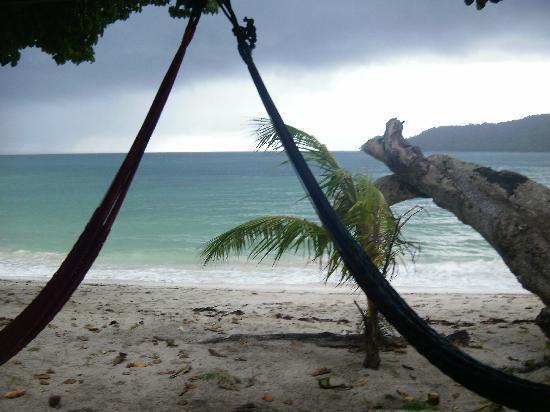 Manana Borneo Resort: Rustic bungalow on the beach